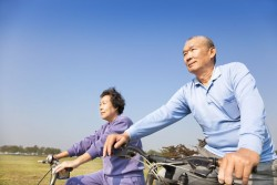 seniors-bicycling-to-stay-fit